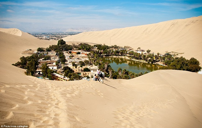 huacachina-oasis-middle-of-desert-1
