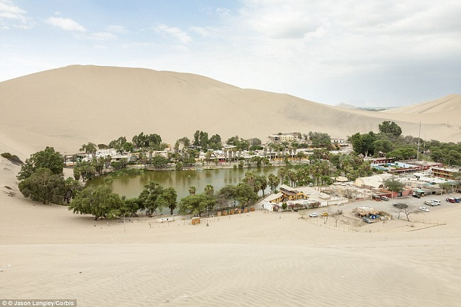 huacachina-oasis-middle-of-desert-2
