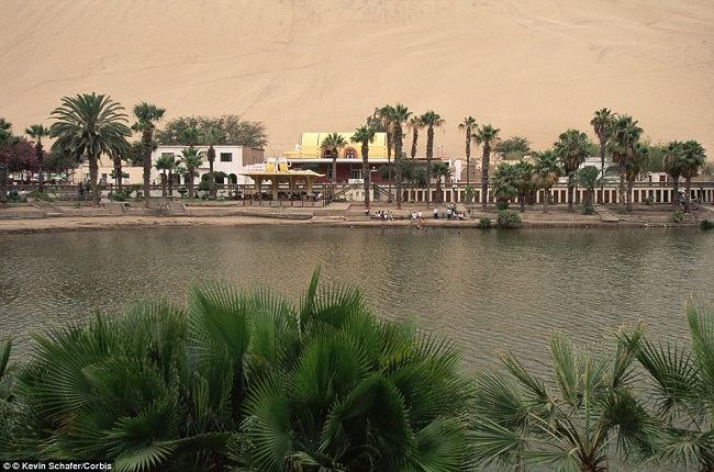 huacachina-oasis-middle-of-desert-3