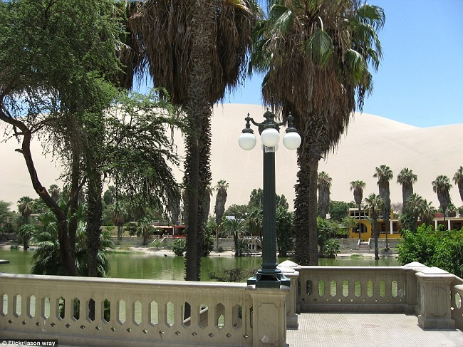 huacachina-town-middle-of-desert-2