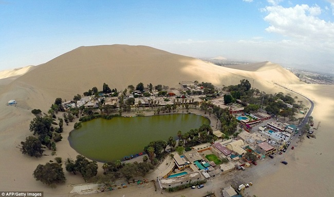 huacachina-town-middle-of-desert-3