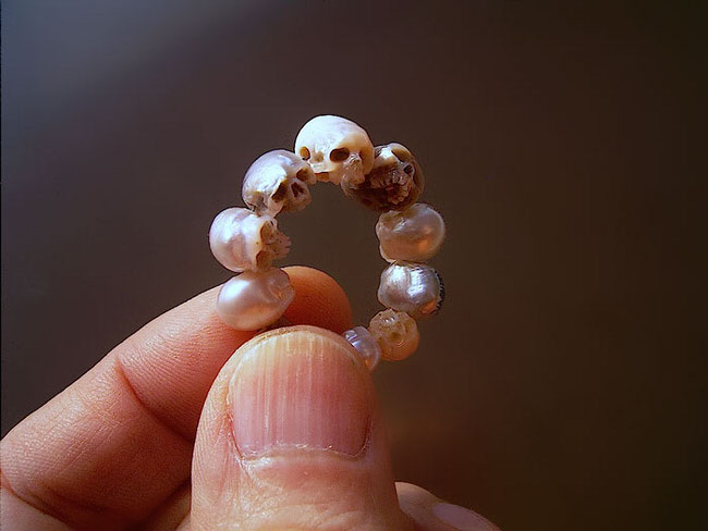 carved-pearl-skulls-jewelry-2