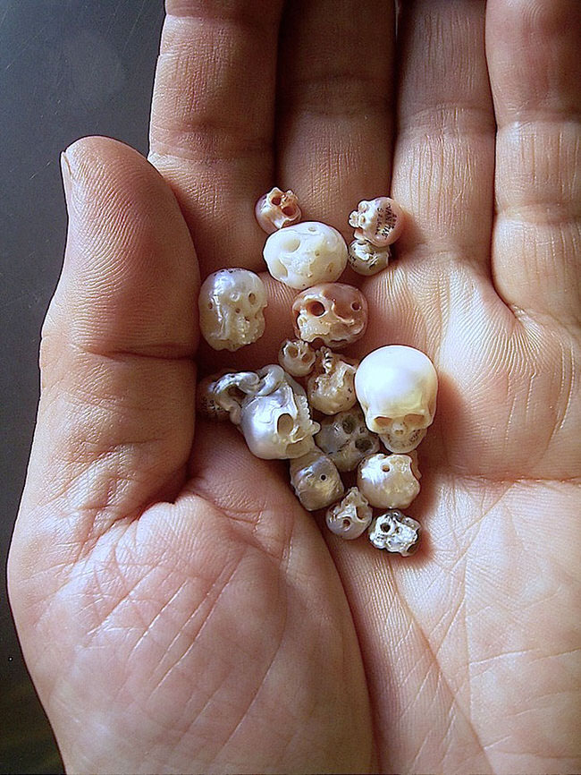 carved-pearl-skulls-jewelry-8
