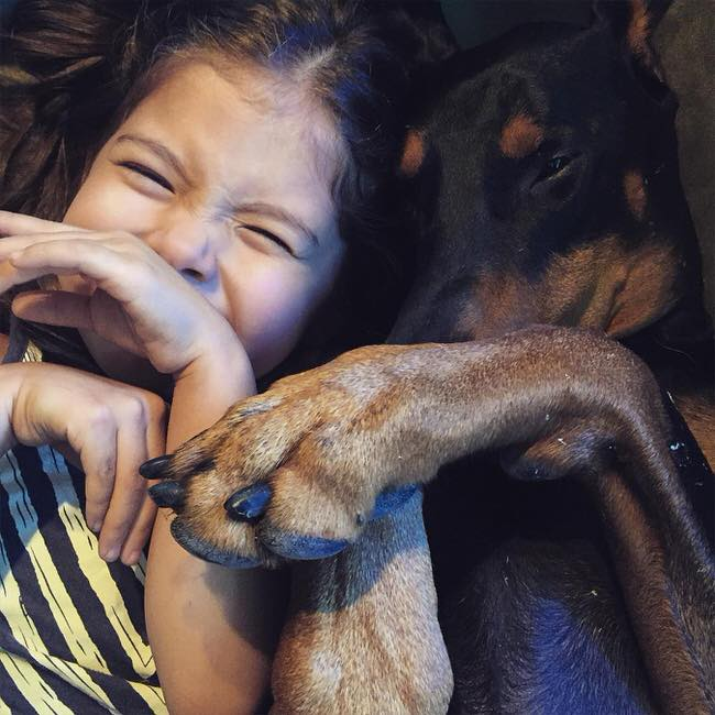 cutie-and-the-beast-dog-and-girl-doberman-best-friends-15