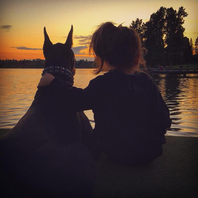 cutie-and-the-beast-dog-and-girl-doberman-best-friends-5