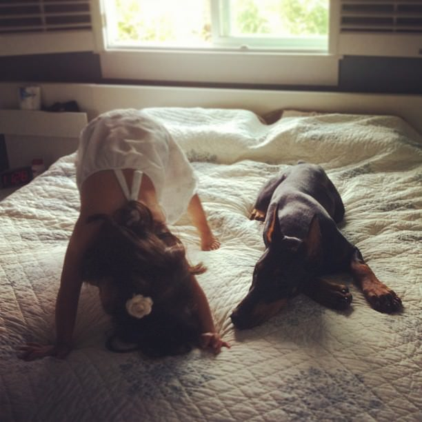 cutie-and-the-beast-dog-and-girl-doberman-best-friends-9