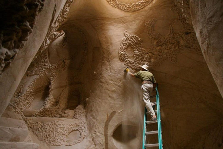 man-dog-carved-cave-25-years-10
