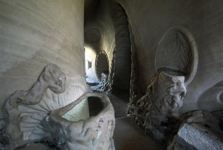man-dog-carved-cave-25-years-11
