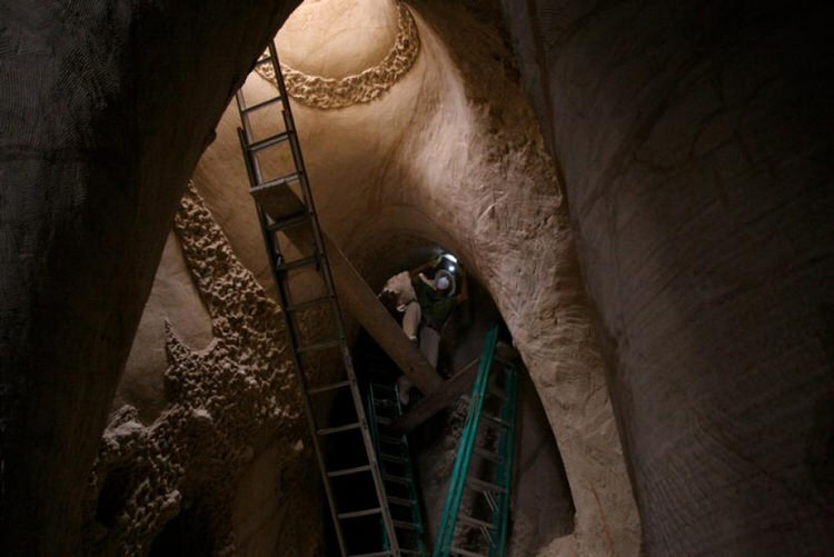 man-dog-carved-cave-25-years-6
