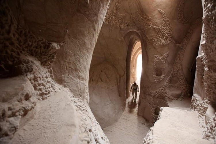 man-dog-carved-cave-25-years-8