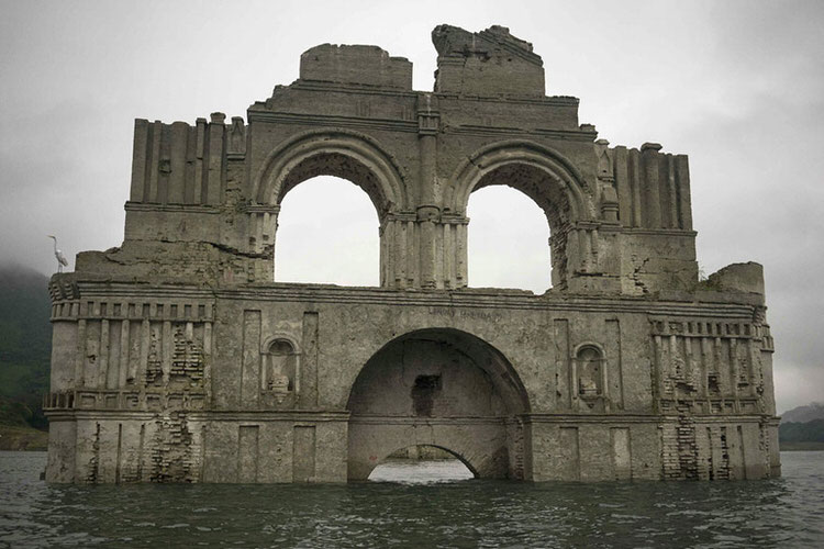 mexican-church-emerges-water-resevoir-temple-santiago-quechula-2
