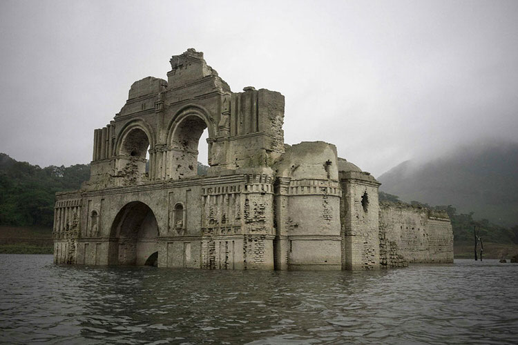 mexican-church-emerges-water-resevoir-temple-santiago-quechula-3