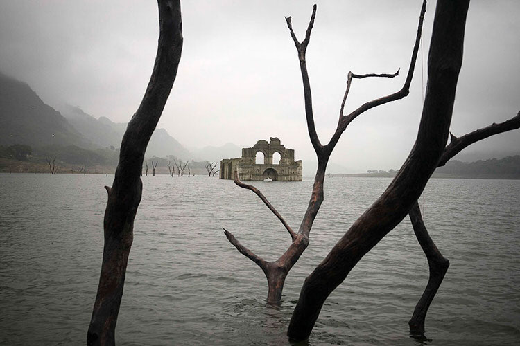 mexican-church-emerges-water-resevoir-temple-santiago-quechula-6