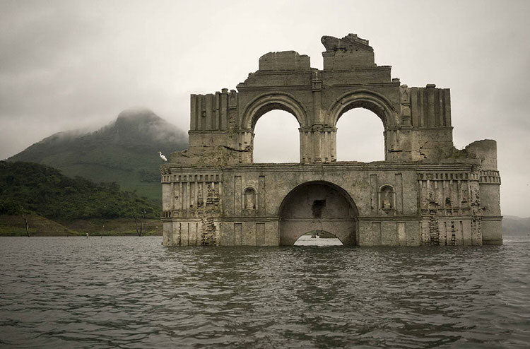 mexican-church-emerges-water-resevoir-temple-santiago-quechula-7