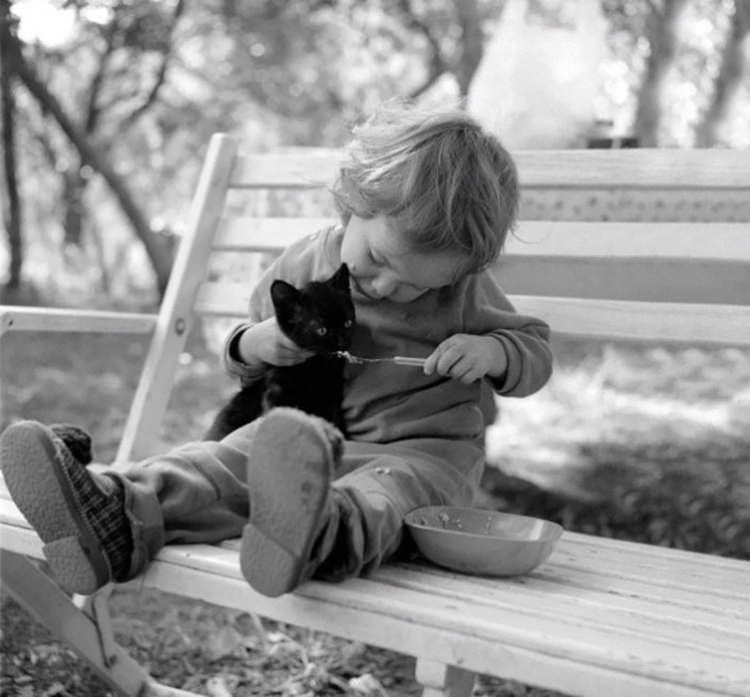 cute-kids-with-cats-10